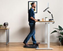 Advantages and disadvantages of a height adjustable table